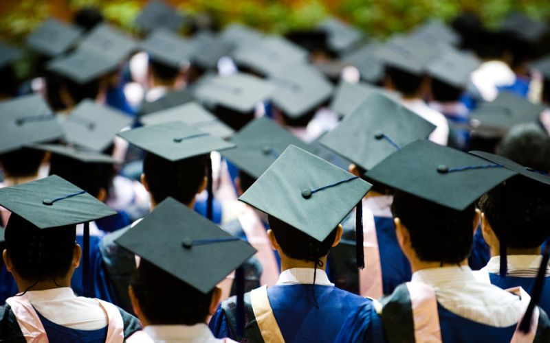 akreditas-kampus-mati-mahasiswa-unsrat-batal-diwisuda-lIizmSfdLd