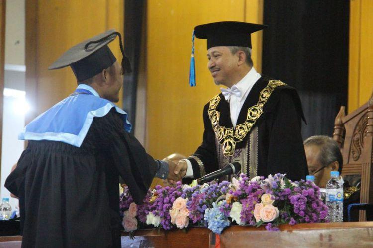 "Wisuda ITS, 20 Persen Wisudawan Lulus ""Cum Laude"""